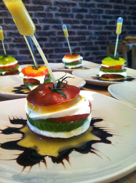 Table d'hôtes, entrée, tomates anciennes et mozzarella di bufala l'escarboucle maison d'hotes à bligny sur ouche cote d'or bourgogne à proximité de Beaune