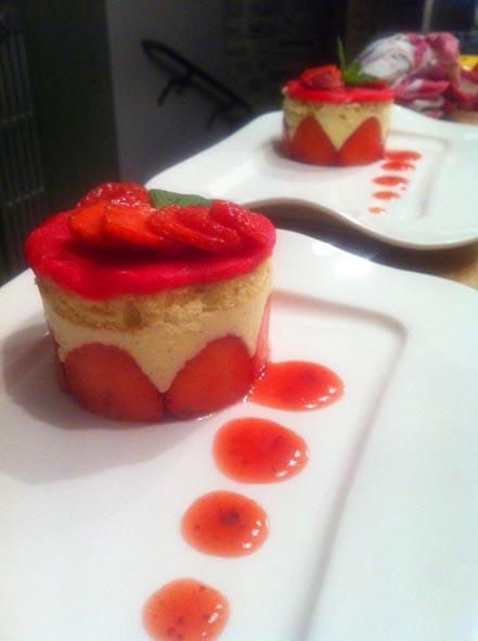Table d'hôtes, dessert, fraisier maison l'escarboucle maison d'hotes à bligny sur ouche cote d'or bourgogne à proximité de Beaune