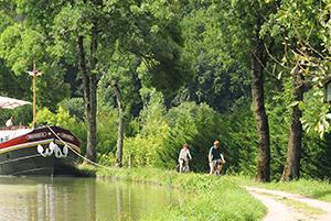 velo sur le canal de bourgogne l'escarboucle maison d'hotes à bligny sur ouche cote d'or bourgogne à proximité de Beaune